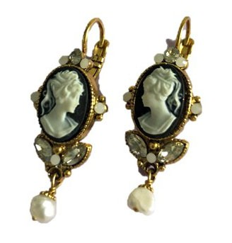 Earrings with gem motive and pearl pendant in dark blue