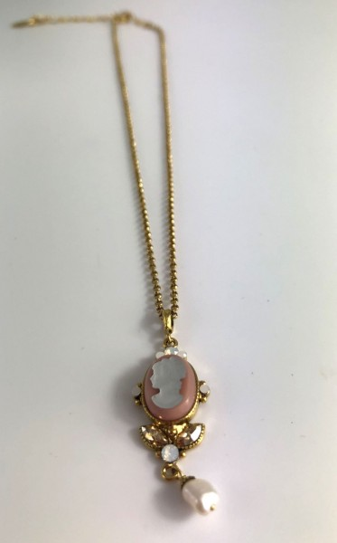 Necklace with Gemme pendant in pink